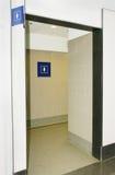 一个银行营业厅的妇女卫生间 免版税库存图片