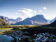 一个镇静晴朗的秋天晚上的寄生虫摄影在挪威计数的 免版税库存照片