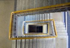以一个长方形螺旋的形式楼梯 图库摄影