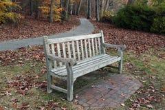 一个长木凳在公园 图库摄影
