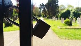 一个门的锁公墓的 免版税库存照片