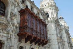 一个雪松阳台在大主教的Palace在利马,秘鲁 免版税库存图片