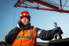一个露天开采矿的工作者 免版税图库摄影