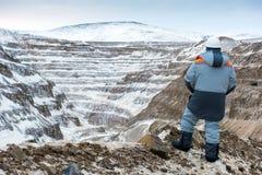 一个露天开采矿的工作者 库存照片