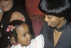 一个非裔美国人的母亲和女儿,开罗, IL 库存照片