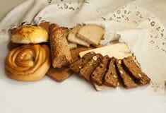 从一个面包店的面包在桌上 库存图片
