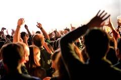 从一个音乐会的人群在生波探侧器节日 库存图片