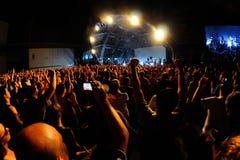 从一个音乐会的人群在生波探侧器节日 库存照片