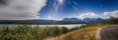 一个风景风景的全景在冰川国家公园 免版税库存图片