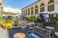 一个餐馆酒吧的大阳台在Siracusa,西西里岛,意大利 库存图片