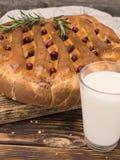 一个饼用在一个木板的圆白菜 库存照片
