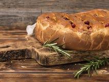 一个饼用在一个木板的圆白菜 免版税图库摄影