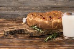 一个饼用在一个木板的圆白菜 免版税库存照片