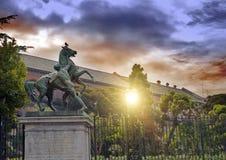 一个马和人,那不勒斯,意大利的雕塑 19世纪,雕刻家Clodt 库存图片