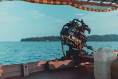一个马达引擎的特写镜头在一条柬埔寨longtail小船的 免版税库存照片
