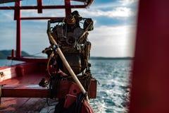 一个马达引擎的特写镜头在一条柬埔寨longtail小船的 免版税库存图片