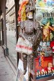 一个骑士的木偶在商店 库存照片