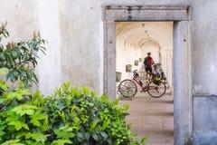 一个骑自行车者 免版税库存图片