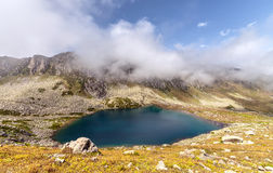 一个高原的湖在Kackar山在黑海地区,土耳其 库存照片