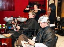 一个高级美发师理发师沙龙的内部 库存图片