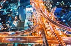 一个高速公路交叉点的鸟瞰图在大阪,日本 免版税图库摄影