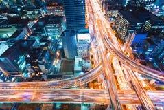 一个高速公路交叉点的鸟瞰图在大阪,日本 免版税库存照片