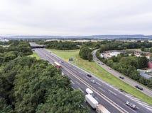 一个高速公路交叉点的鸟瞰图有苜蓿叶形立交路口互换的德国科布伦茨 库存照片