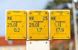 一个黄色德国栅格气体标志 库存照片