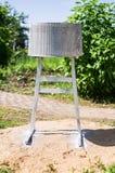 从一个鼓的一个自创烤肉格栅从一台老洗衣机在俄罗斯的卡卢加州地区 库存图片