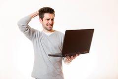 一个年轻人看非常绝望并且接触他的头 库存图片