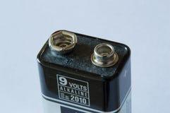 一个9伏特电池的上面 免版税库存图片