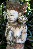 一个100年佛教寺庙女神的头和身体 库存图片