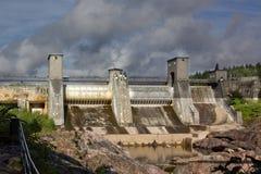 一个水力发电站水坝的看法 库存图片