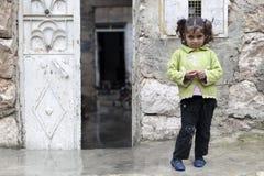 一个年轻叙利亚女孩,阿勒颇。 库存照片