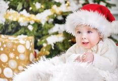 一个年轻圣诞老人男孩的特写镜头画象 免版税图库摄影