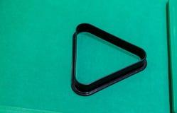 一个黑塑料水池和落袋撞球三角 库存图片