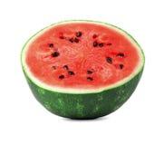 一个水多的西瓜的特写镜头图片在白色背景切成了两半,隔绝 素食主义者的健康和有机食品 免版税库存图片