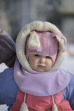 一个婴孩的画象操场的冬天特写镜头的 库存图片