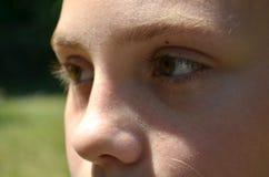 一个11岁的女孩的画象 图库摄影