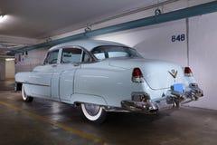 一个1950年` s卡迪拉克轿车的图象在浅蓝色的 库存图片