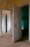 一个离开的被放弃的大厦的内部 库存照片