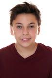 一个年轻微笑的男孩的画象 免版税库存照片