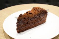一个黑暗的巧克力蛋糕 免版税库存图片