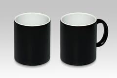 一个黑杯子的两个位置 免版税库存照片