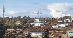 一个贫民窟的生锈的屋顶在东非 免版税库存图片