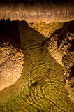 一个水池&玉米花形成在卡尔斯巴德洞穴 免版税库存图片