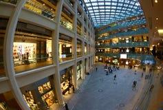 一个购物中心的当代建筑学在东京 免版税库存图片