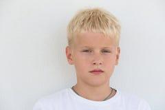 一个年轻男孩的画象 免版税图库摄影