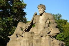 以一个死的战士为特色的雕象在慕尼黑,德国 图库摄影
