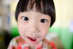 一个滑稽的亚裔女孩的照片 库存图片